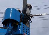 電柱装架作業